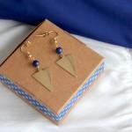 Boucles d'oreille pièces triangle laiton brut, et perle de Lapis-Lazuli Myo Jewel Collection Cléo