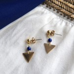 Boucles d'oreille petits triangles laiton brut, et perle de Lapis-Lazuli Myo Jewel Collection Cléo