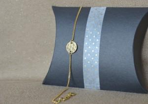Bracelet pastille martelé ronde - Collection Poudre de Soleil Myo jewel- Bijoux - Laiton brut doré - Créatrice Nantes