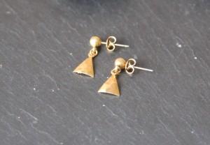 Boucles d'oreilles triangles martelées - Collection Poudre de Soleil Myo jewel- Bijoux - Laiton brut doré - Créatrice Nantes